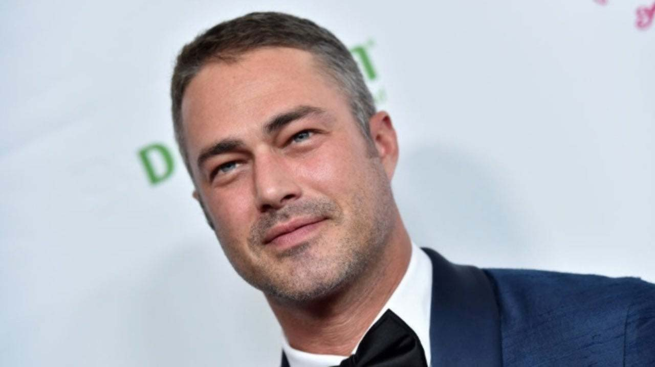 Taylor Kinney | Age, Career, Net Worth, Dating, Break Up ...